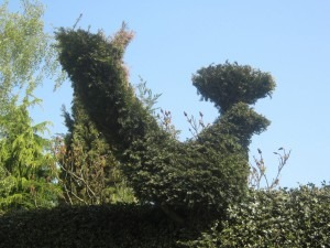 Garden Statues and Fanciful Hedges Wow Visitors to RBS Boss's Mansion