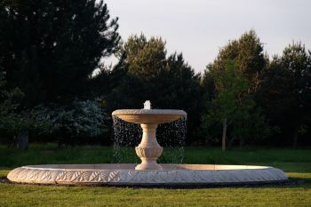 Grand Single Tier 4m Golden Marble Stone Water Fountain Feature