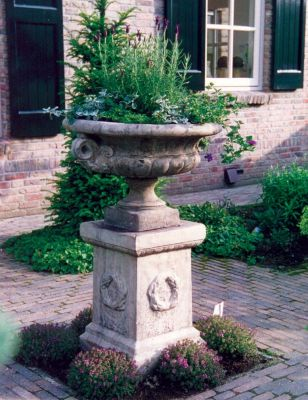 Edwardian Plant Pot on Laurel Plinth - Large Garden Planter