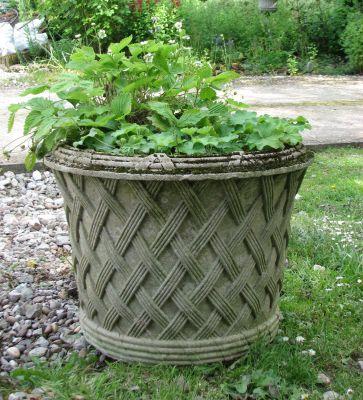 Jardinier Basket Weave Stone Plant Urn - Large Garden Planter