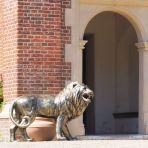 Grand Lion Right Facing Bronze Metal Garden Statue